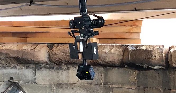 Dispositif d'acquisition conçu et développé par le MAP pour le relevé photogrammétrique des restes de la charpente sur l'extrados des voûtes de la cathédrale Notre-Dame de Paris